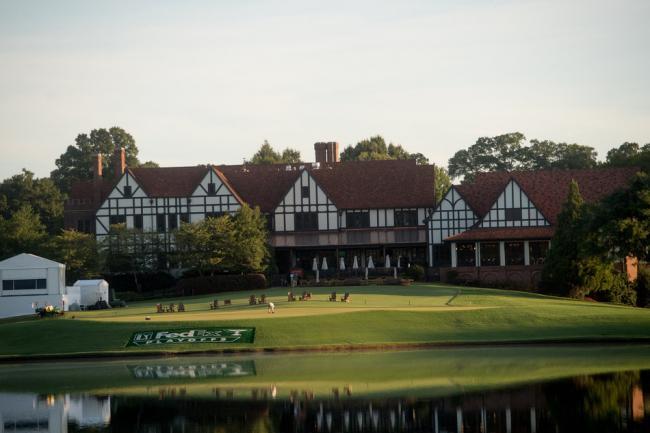 在亚特兰大历史悠久的东湖高尔夫俱乐部参加比赛