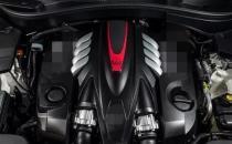 发动机舱中装有3.8升双涡轮增压V8可输出497kW的功率和700Nm的扭矩